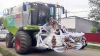6 Kendaraan Pengantin Ukuran Besar Ini Bikin Heboh Pernikahan (sumber: ba-bamail.com)