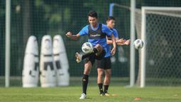 Dedik Setiawan telah bermain sebanyak lima kali di BRI Liga 1 musim 2021/2022, yaitu empat kali sebagai starter dan satu kali sebagai pemain cadangan. Namun, penyerang Arema FC tersebut belum pernah mencetak gol hingga pekan ini. (Bola.com/Bagaskara Lazuardi)