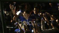 Achmad Jufriyanto Tohir saat perkenalan tim Persib Bandung di Stadion Siliwangi, Bandung, Minggu (2/4/2017). Tim Maung Bandung akan mengawali laga perdana Liga 1 Indonesia melawan Arema FC. (Bola.com/Nicklas Hanoatubun)