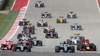 Suasana balapan F1 GP Amerika Serikat sesaat setelah start di Sirkuit Americas, Austin, Senin (24/10/2016) dini hari WIB. (Reuters/Adrees Latif)