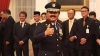 Marsekal Hadi Tjahjanto jelang mengikuti upacara pengambilan sumpah dan pelantikan sebagai Panglima TNI di Istana Negara, Jakarta, Jumat (8/12). Hadi Tjahjanto mengantikan Gatot Nurmantyo. (Liputan6.com/Angga Yuniar)