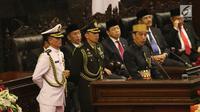 Presiden Joko Widodo atau Jokowi menyampaikan pidato dalam rangka Sidang Tahunan MPR di Kompleks Parlemen, Senayan, Jakarta, Selasa (16/8). Sidang tersebut beragendakan mendengar pidato Presiden Jokowi selaku Kepala Negara. (Liputan6.com/Johan Tallo)