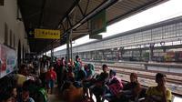 Stasiun Pasar Senen sudah dipenuhi dengan para pemudik pada H-7 hari raya Lebaran. (Merdeka.com)