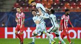Striker Chelsea, Olivier Giroud, melakukan selebrasi usai mencetak gol ke gawang Atletico Madrid pada laga Liga Champions di Arena Nationala, Rumania, Rabu (24/02/2021). Chelsea menang dengan skor 1-0. (AFP/Daniel Mihalescu)