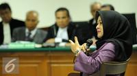 Istri kedua mantan Gubernur Sumut Gatot Pujo Nugroho, Evy Susanti menjadi saksi dalam sidang lanjutan kasus suap tiga hakim dan panitera PTUN dengan terdakwa OC Kaligis di PengadilanTipikor Jakarta, Kamis (1/10/2015). (Liputan6.com/Helmi Fithriansyah)