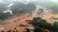 Banjir di depan Istana Kepresidenan, Jakarta. (twitter.com/@Nur_al_ihsan)