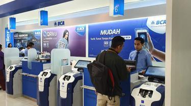 Kantor PT Bank Central Asia Tbk (BCA). saat ini transpormasi digital BCA melalui internet dan mobile banking, dan berbagai aplikasi, fitur, alat pembayaran nontunai.