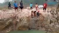 Kesulitan air bersih dirasakan oleh warga Talang Betutu dan Banyuasin, Palembang serta warga Grobogan, Jawa Tengah.