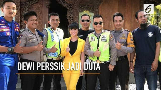 Dewi Perssik diusulkan Ditlantas Polda Metro Jaya menjadi Duta Keselamatan Berlalu Lintas.