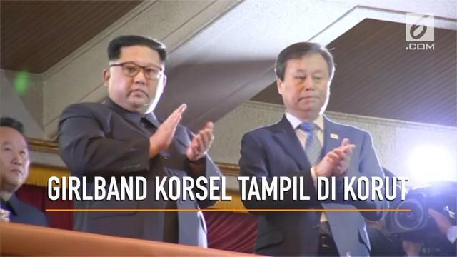 Pemimpin Korea Utara, Kim Jong-un menyaksikan penampilan sederet grup dan artis Korea Selatan di Pyongyang