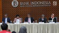 Gubernur BI Perry Warjiyo (tengah) didampingi DGS Destry Damayanti (dua kiri), Deputi Gubernur Erwin Rijanto (dua kanan), Deputi Gubernur Sugeng (kiri), dan Deputi Gubernur Rosmaya Hadi (kanan) memberi keterangan pers hasil Rapat Dewan Gubernur, Jakarta, Kamis (19/9/2019). (Liputan6.com/AnggaYuniar)