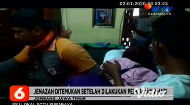 Isak tangis keluarga korban bocah tenggelam di sungai, tak bisa dibendung, begitu korban ditemukan oleh Tim Basarnas, Jombang, Jawa Timur. Korban ditemukan tak jauh dari lokasi tenggelam, usai petugas gabungan melakukan penyisiran selama 2 hari.