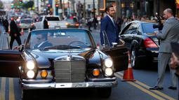 """Aktor Russell Crowe (kiri) dan Ryan Gosling saat premiere film terbaru mereka """" The Nice Guys """" , Hollywood , AS , 10 Mei 2016. Film bercerita tentang dua orang yang tidak sengaja terlibat dalam kasus kriminal berbahaya. (REUTERS / Mario Anzuoni)"""