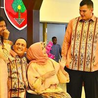 Bella Saphira mengunggah foto Lebaran bersama suami, Mayor Jenderal Agus Surya Bakti dan kedua anaknya (Instagram/@bellasaphiraofficial)