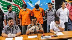 Kabid Humas Polda Metro Jaya Kombes Pol Argo Yuwono memberikan keterangan kepada awak media saat rilis penangkapan suami dari artis Dawiyah, Muhammad Basurrah di Gedung Ditnarkoba Polda Metro Jaya, Jakarta, Senin (7/10/2019). (Liputan6.com/Faizal Fanani)