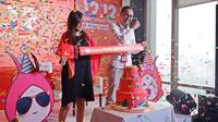 Country Brand Manager Shopee Rezki Yanuar dan Director of Shopee Indonesia Christin Djuarto di Media Gathering Shopee 12.12 Birthday Sale di Altitude Grill Restaurant, The Plaza Tower, Jakarta, 28 November 2018. (Liputan6.com/Asnida Riani)