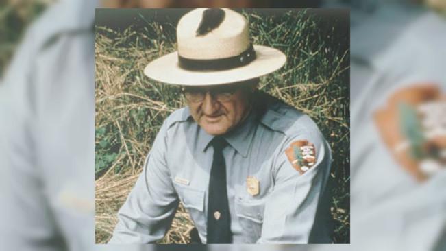 Penjaga hutan bernama Roy C. Sullivan. (Sumber Wikipedia)