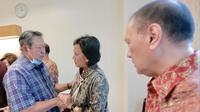 Menteri Keuangan Sri Mulyani menjenguk Istri Presiden RI ke-6 SBY, Ani Yudhoyono di Rumah Sakit National University, Singapura. (Istimewa)