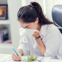 Kena Flu Saat di Kantor, Apa Penyebabnya? (TORWAISTUDIO/Shutterstock)