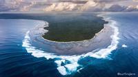 Pantai yang terletak di kawasan Taman Nasional Alas Purwo (sumber: g-land)