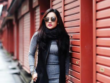 Citra Monica meniti karier sebagai model yang membuatnya banyak difollow di Instagram. Selain wajah cantiknya, gayanya yang modis juga jadi poin tambahan dirinya mendapat banyak tawaran pemotretan. Citra Monica seringkali mengunggah hasil fotonya di Instagram. (Liputan6.com/Instagram/@citra_monica)