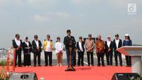 Presiden Joko Widodo (Jokowi) memberikan sambutan saat meresmikan empat ruas tol di Provinsi Jawa Timur, Kamis (20/12). Empat ruas tol sepanjang 59 km ini merupakan bagian dari Jalan Tol Trans-Jawa. (Liputan6.com/Angga Yuniar)