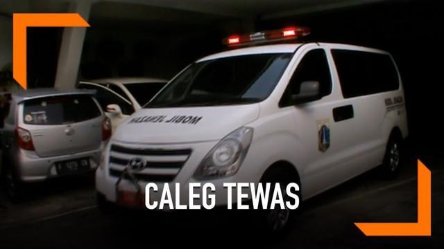 Seorang caleg asal Bangka Belitung ditemukan tewas di dalam kamar hotel. Korban diduga embuskan nafas terakhir akibat serangan jantung.