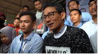 Sandiaga Uno mengenakankaus Makalula produksi Karawang yang sudah mendunia. (dok.Instagram @sandiuno/https://www.instagram.com/p/BuBxn0OBo_q/Henry)