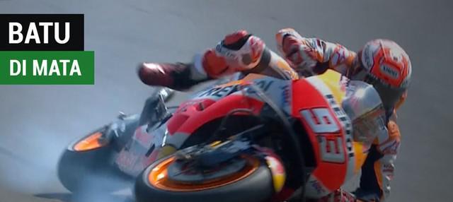 Berita video Marc Marquez yang mengaku ada batu kecil di matanya saat mengejar catatan waktu Jorge Lorenzo pada Kualifikasi MotoGP San Marino 2018.
