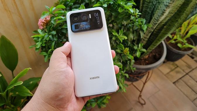 Penampakan Xiaomi Mi 11 Ultra (Liputan6.com/Agustinus M. Damar)