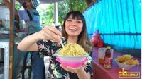 Mi Ayam Gerobak di Jakarta Jadi Langganan Konglomerat, Harganya Tetap Terjangkau. foto: Youtube 'MGDALENAF'