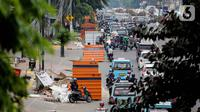 Kendaraan terjebak kemaceten di sepanjang Jalan Otista Raya, Jatinegara, Jakarta, Kamis (10/9/2019). Kemacetan disebabkan karena terdapat banyak titik di ruas jalan tersebut yang sedang mengerjakan proyek pembangunan trotoar dan galian kabel. (Liputan6.com/Faizal Fanani)