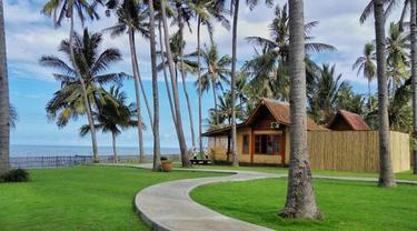 Uniknya, Banyuwangi meluncurkan paket wisata buka puasa di tepi pantai berlatar Selat Bali yang menjanjikan pemandangan sunset yang indah.