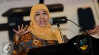 Menteri Sosial, Khofifah Indar Parawansa memberikan pesan jelang pemberian bantuan bagi penyandang disabiltas di Jakarta, Senin (28/12/2015). Mensos meresmikan sejumlah fasilitas penunjang bagi penyandang disabilitas. (Liputan6.com/Helmi Fithriansyah)