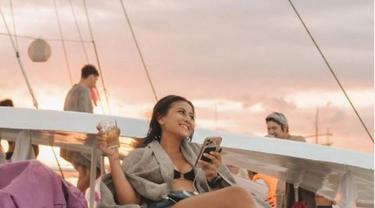 Liburan di Bali, Awkarin Sewa Vila Mewah Seharga Rp13 Juta Semalam