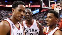 Trio DeMar DeRozan, Bismack Biyombo, dan Kyle Lowry, jadi kunci kemenangan Toronto Raptors atas Cleveland Cavaliers pada Gim 3 final Wilayah Timur NBA 2016 di Toronto, Kanada, 21 Mei 2016. (Bola.com/Twitter/Frankgunnphoto)