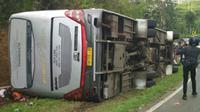 Kecelakaan di Tanjakan Emen, Sabtu (10/2/2018). (Liputan6.com/Ari Rizal)