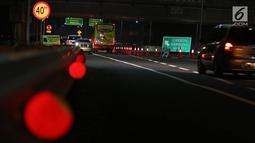 Sejumlah kendaraan menunggu jalan dibuka di ruas Tol Trans Jawa Kilometer 262, Brebes, Jawa Tengah, Jumat (31/5/2019). Dampak dari penutupan satu arah selama arus mudik membuat pengendara yang akan menuju ke Jakarta dialihkan melalui Jalur Pantura. (Liputan6.com/Herman Zakharia)