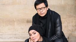 Rumah tangga Armand Maulana dan Dewi Gita sudah berumur 24 tahun. Sampai saat ini, pasangan yang menikah pada 11 Januari 1994 itu jauh dari gosip. (Foto: instagram.com/armandmaulana04)