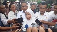 Sekretaris Daerah Pemerintahan Provinsi Sumut (Sekdaprovsu), Sabrina, mengimbau masyarakat tetap tenag usai peristiwa ledakan bom bunuh diri di Mapolrestabes Medan. (Liputan6.com/ Reza Perdana)