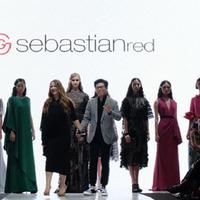 Koleksi Fascination dari SebastianRed di panggung Plaza Indonesia Fashion Week. Sumber foto: Akun Instagram @plazaindonesia.