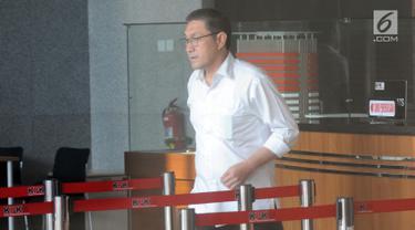 Anggota DPR Komisi XI dari Fraksi PAN yang juga sebagai tersangka dana perimbangan APBN-P 2017, Sukiman, seusai menjalani pemeriksaan oleh penyidik di Gedung KPK, Jakarta, Selasa (26/2). (Merdeka.com/Dwi Narwoko)