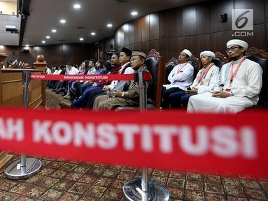 Perwakilan ormas mengikuti sidang perdana Pengujian Undang - undang (UU) Ormas, di Gedung Mahkamah Konstitusi, Jakarta, Rabu (26/7). (Liputan6.com/Johan Tallo)