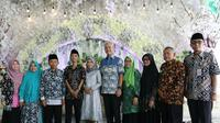 Gubernur Jawa Tengah Ganjar Pranowo memberikan kejutan istimewa pada seorang warga Desa Bobosan Kecamatan Purwokerto Utara Kabupaten Banyumas, Jumat (6/3/2020).