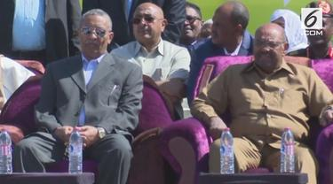 Omar Al-Bashir menolak seruan masyarakat untuk mundur dari jabatan sebagai presiden. Masyarakat menganggap Presiden tidak bisa menghentikan krisis ekonomi.