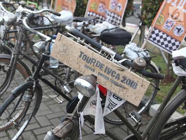Sepeda onthel saat pelepasan kirab estafet IVCA 2018, Jakarta, Minggu (25/3). Kosti melakukan Kirab IVCA 2018 sejauh 1.500 Kilometer dari pantai Anyer sampai Sanur Bali, yang diikuti 10 sepeda onthelis. (Liputan6.com/Herman Zakharia)