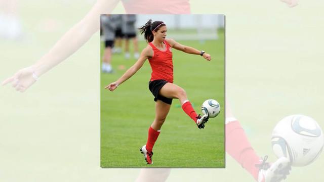 10 pesepak bola wanita dunia tercantik di tahun 2015 versi Alltimebest, Alex Morgan asal Amerika Serikat menjadi urutan nomer satu.