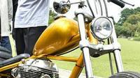 Jokowi memutuskan membeli motor Chopper tersebut usai mengundang para pelaku industri kreatif pada peringatan Sumpah Pemuda 28 Oktober 2017 lalu. (Instagram/sekretariat.kabinet)