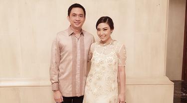 [Bintang] 8 Foto Ayu Dewi dan Regi Datau yang Kocak Tapi Romantis