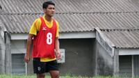 Manda Cingi ingin meraih gelar juara Liga 2 2018 bersama Semen Padang. (Bola.com/Arya Sikumbang)